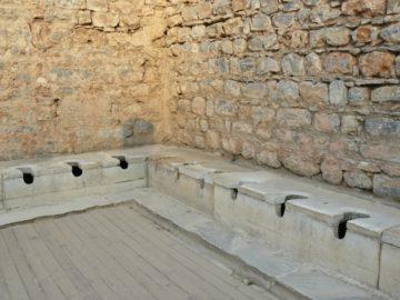 エフェソス遺跡(トイレ)の写真