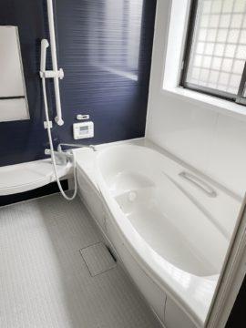 現代の風呂場写真